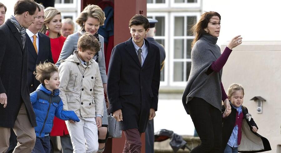 Prins Joachim med sine sønner og Kronprinsesse Mary med sin datter i anledningen af dronning Margrethes 75 års fødselsdag i 2015.