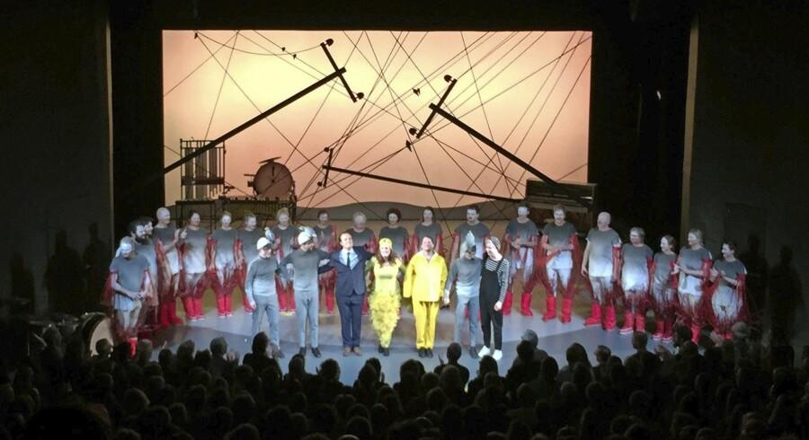 Scenograf og kostumedesigner Julian Juhlin er scenograf og kostumedesigner »Svantes Lykkelige Dag« på Nørrebro Teater.
