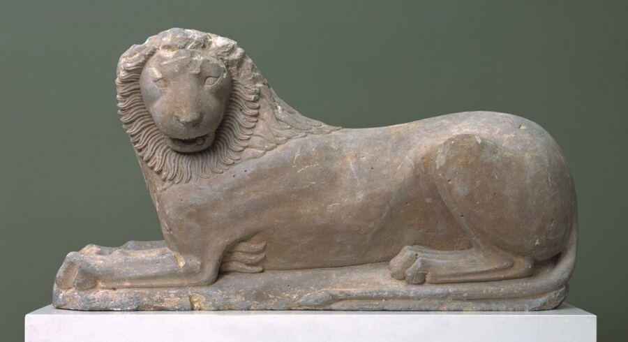 Den liggende løve fra et gravanlæg i Loutraki, som vi troede, den har set ud siden omkring 560 f.Kr. Men måske var den gul med blå manke.Pressefoto: Glyptoteket