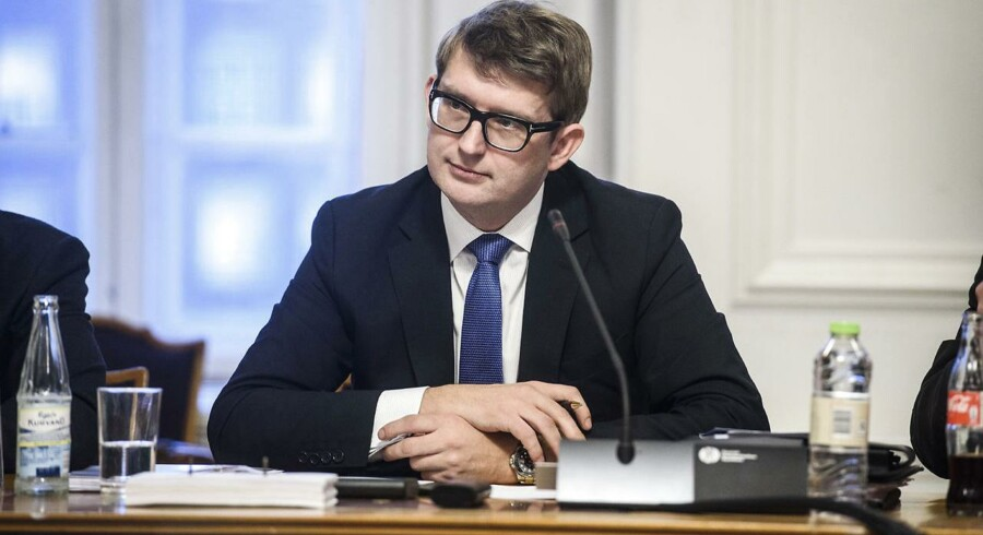 Ministeren skal svare på, om han er tryg ved den nye topchef for ATP, der forvalter pensioner for en stor del af danskerne.