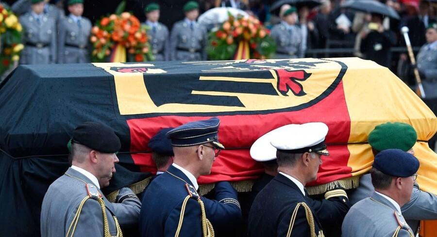Kohl begraves i Speyer. / AFP PHOTO / Amelie QUERFURTH