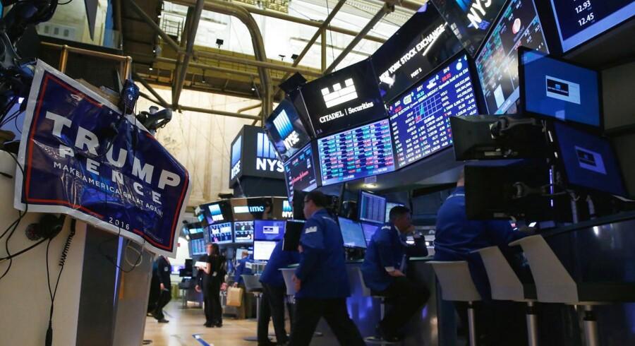 Mens markederne lukkede med fald i Europa torsdag, så amerikanerne anderledes positivt på aktierne og satte Dow Jones i rekord.