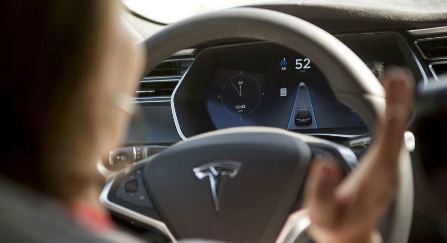 Modelfoto: Hvis vi nogensinde skal gå til 100 procent selvkørende biler, er der en række etiske spørgsmål, vi skal finde svar på. Skal der være én central lovgivning? Eller skal valget i sidste ende tages af en brancheforening for bilproducenterne eller hos de enkelte producenter?