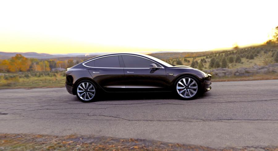 Flere hundrede tusinde kunder har allerede forudbestilt Teslas Model 3. Elbilen kan dog få hård konkurrence fra en stribe nye modeller fra de store bilproducenter. PR-foto