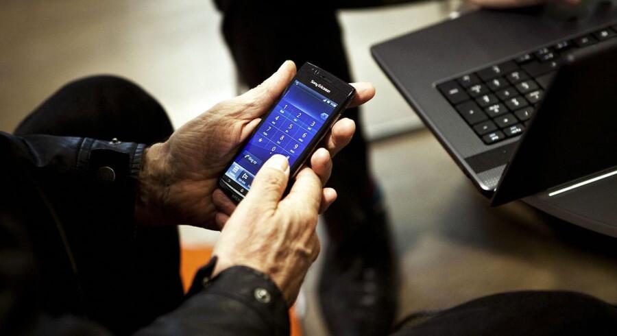 Hvis forhandleren mener, at den ridse din mobil har, er grunden til, at telefonen ikke virker, men du er uenig, så kan du klage. (Foto: Camilla Rønde/Scanpix 2017)