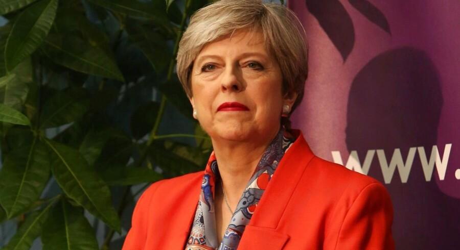 Det britiske parlamentsvalg som Theresa May udskrev, havde til formål at styrke de konservatives mandat, forud for Brexit-forhandlingerne med EU. Men valget havde det absolut modsatte resultat. Nu er spørgsmålet: Bliver May siddende som premierminister?