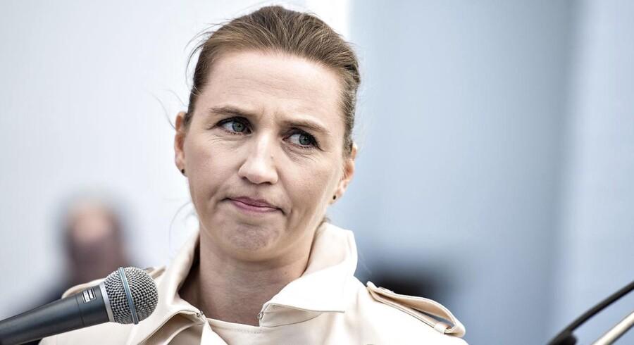 Socialdemokratiets formand, Mette Frederiksen, kritiserer regeringen for at være for passive i forhold til den opblussede bandekonflikt i København.