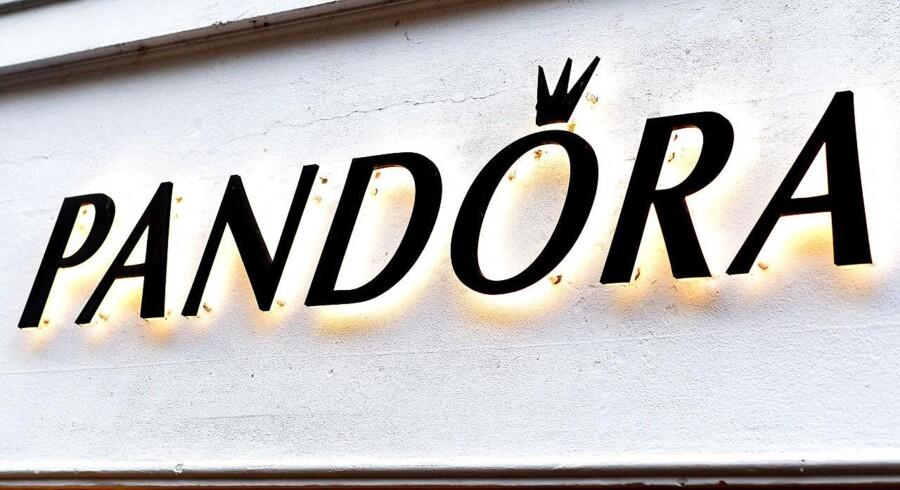 Arkivfoto. Hedgefonde har øget deres sats på kursfald i Pandora-aktien, efter at smykkekoncernen i sidste uge kom med regnskab for andet kvartal, som skuffede analytikerne.