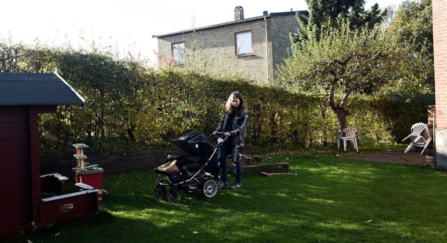 36-årige Ditte Brorson har haft en privat jordemoder til at følge graviditet og fødsel af hendes andet barn. 11 måneder efter fødslen mangler hun stadig et par afsluttende konsultationer.