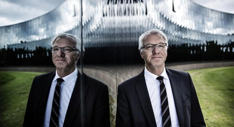 Haldor Topsøes topchef, Bjerne S. Clausen, har armene i vejret, efter PSO-afgiften er blevet skrottet.