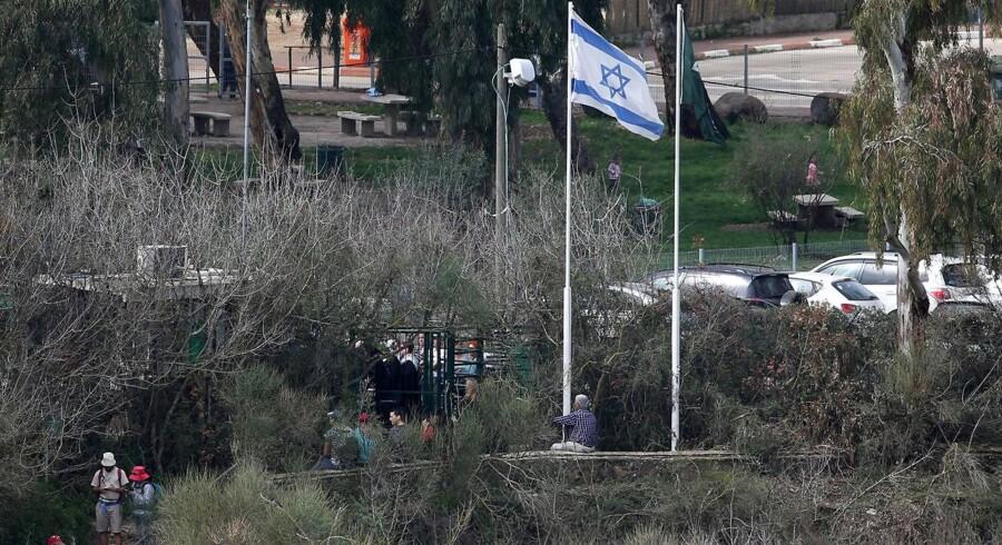 Spændingerne stiger i Mellemøsten, efter at Libanons hærchef har advaret israelerne mod »aggressioner«.