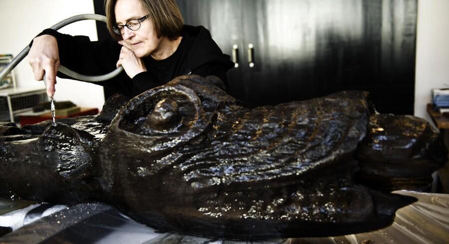 Et kulturelt klippekort kan f.eks. give adgang til museer. Nationalmuseet i Brede er i gang med at konservere denne galionsfigur fra Blekinge Museum i Sverige.
