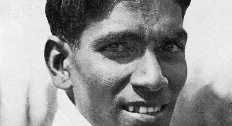 Dette portræt af Dhyan Chand er taget i 1936 under de Olympiske Lege i Berlin. Han vandt olympisk guld tre gange og betragtes som den største hockey-spiller til alle tider. Foto. Scanpix