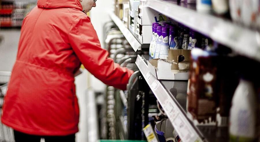 Agurketiden hos købmanden trækker ud, og man falder i staver over alle de emballager, som pludselig virker fjollede, når man kigger ordentligt på dem.