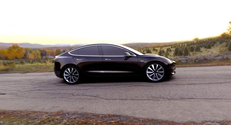 Forventningerne til den nye Tesla Model 3 har været skruet gevaldigt i vejret, da prisen på 35.000 dollar (225.000 kroner) ventes at gøre den til en vogn for andre end folk med en fyldig tegnebog.