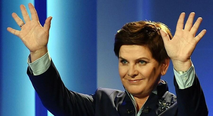 Lov og Retfærdigheds-partiet anført af Beata Szydlo blev den store vinder af søndagens valg i Polen. Partiet er stærk modstander af tidligere premierminister Ewa Kopaczs accept af at tage imod 7.000 flygtninge som led i en EU-aftale om frivillig fordeling af 160.000 flygtninge.