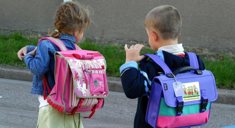 Børn spejler sig i deres forældre, så sørg for at give skolen positiv opmærksomhed og interesse - uanset hvad du selv måtte have af skolemæssige erfaringer. Free/Colourbox