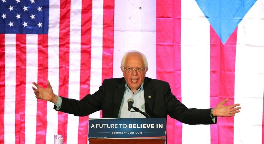 Sanders er de seneste dage gået frontalt til angreb på partiledelsen. Men det har ikke gjort ham mindre populær hos de demokratiske vælgere.