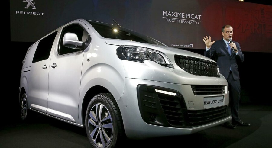 Peugeot har hyret banker til at stå for et salg af højrenteobligationer, skriver Bloomberg News. REUTERS/Pascal Rossignol