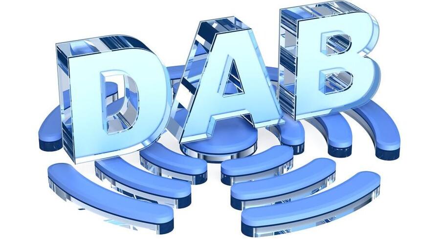 Digital radio (DAB, Digital Audio Broadcasting) skal på et tidspunkt tage over, og det gamle FM-signal slukkes. Men DAB-radioer har ikke opnået stor udbredelse i Danmark, og nu er der også gået kludder i planlægningen af radiofrekvenserne til de digitale radiokanaler, hvor man i dag kan høre f.eks. DR P5, DR P6 Beat, DR P7 Mix og DR P8 Jazz, og hvor regionalkanalerne med DR P4 i spidsen fra foråret skulle være åbnet. Foto: Iris/Scanpix