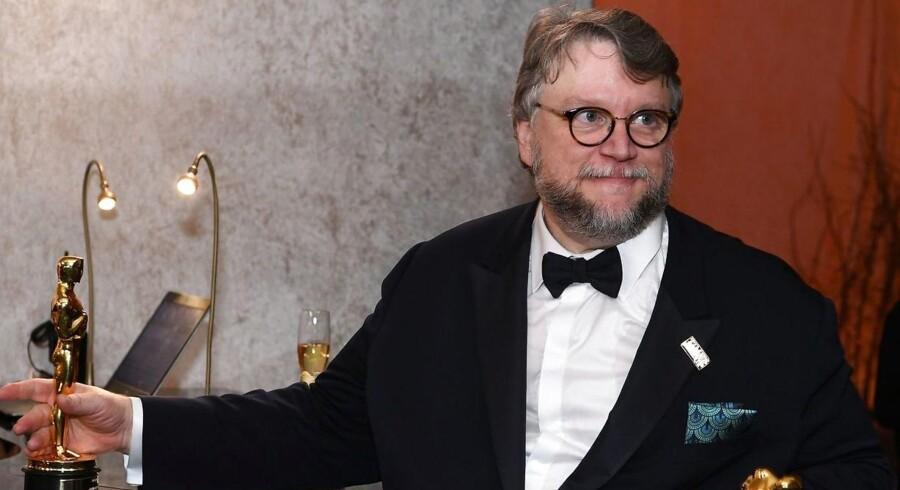 »Det største, vi kan gøre, og som vor industri kan gøre, er at udviske stregerne i sandet. Vi bør fortsætte med at gøre dette, når verden i øvrigt forsøger at gøre stregerne tydeligere,« fremhævede Guillermo del Toro, da han modtog sin Oscar.