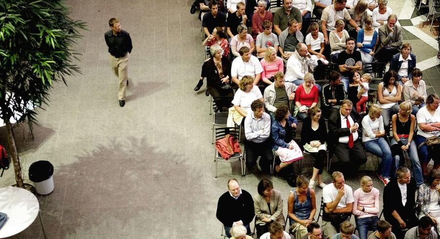 ARKIVFOTO: Forældremøde på Nærum Amtsgymnasium. Lærerne har, af alle faktorer, størst indflydelse på elevens trivsel, viser undersøgelse. Lærerforeningen er helt enig, men udtaler at lærere og forældre må hjælpe hinanden.