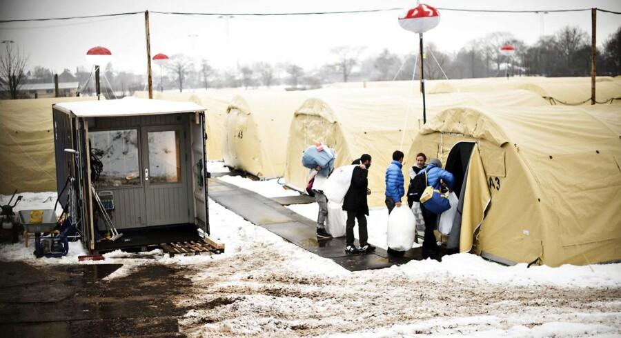 Flygtninge finder plads i et telt i en flygtningelejr i Næstved. Der skabes et bedre match mellem flygtninges uddannelse og erhvervserfaring og jobmulighederne i de enkelte kommuner, mener KLs nyslåede næstformand, Aarhus-borgmester Jacob Bundsgaard (S).