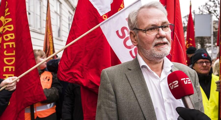 Dennis Kristensen, formand for FOA, foran forligsinstitutionen på Sankt Annæ Plads 5 i København lørdag den 31. marts 2018.
