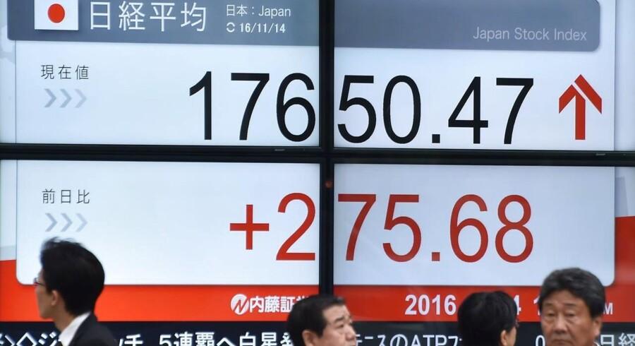Arkivfoto. De fjernøstlige aktier stiger tirsdag morgen, hvor investorerne hopper på den globale kursvogn, der drager fordel af de fald, der opstod i kølvandet af det italienske nej til konstitutionelle reformer.