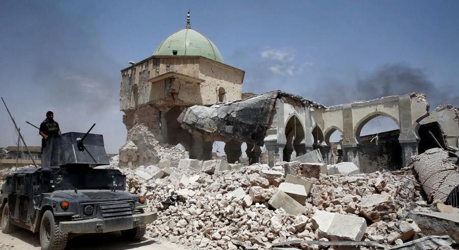 Irakiske soldater er i fare for at blive ramt af deres egne i Mosul, advarer amerikansk officer.