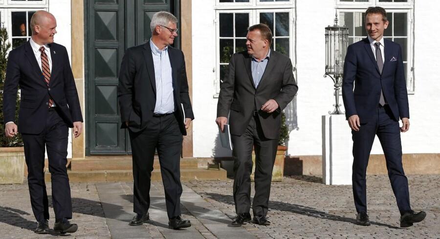 Regeringen fik søndag overrakt den udenrigspolitiske udredning på Marienborg. Statsminister Lars Løkke Rasmussen, udenrigsminister Kristian Jensen og forsvarsminister Peter Christensen sammen med Peter Taksøe-Jensen.