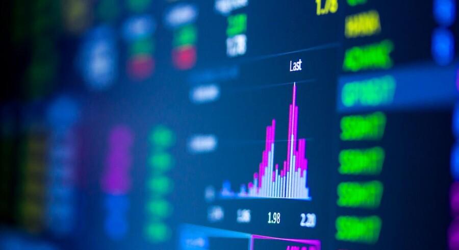 De europæiske aktier er generelt i god form mandag, hvor skatteudspillet fra Senatet i USA skaber god stemning.