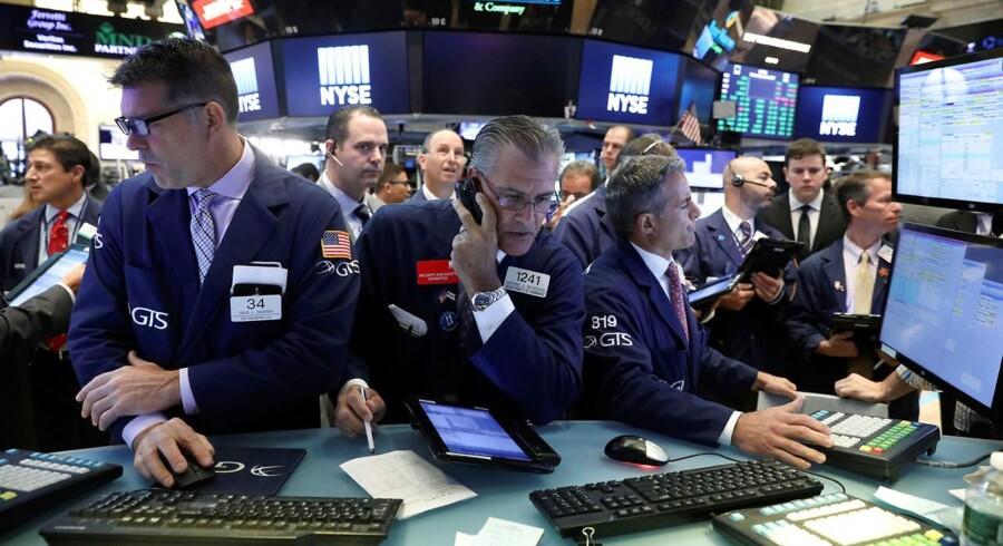 Arkivfoto. De amerikanske aktier røg i vejret og sendte S&P 500-indekset til endnu en rekord efter stærke regnskaber fra McDonald's og Caterpillar samt gevinster i bankaktierne i kølvandet af en markant vending i rentemarkedet.