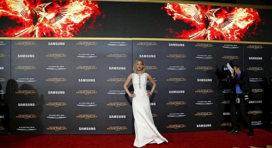 Jennifer Lawrence, der spiller hovedrollen Katniss Everdeen, poserer ved mandagens præmiere af Hunger Games: Mockingjay - Part 2 i Los Angeles. Filmen har dansk præmiere onsdag aften.