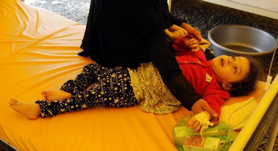 epa06013514 Flere end 70.000 er blevet smittet af kolera i Yemen i løbet af den seneste måned. Unicefs regionale chef beder om øjeblikkelig hjælp. EPA/YAHYA ARHAB