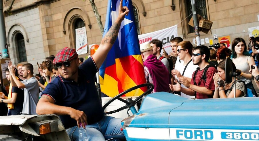 Catalanske landmænd kørte fredag ind i Barcelona i deres traktorer.