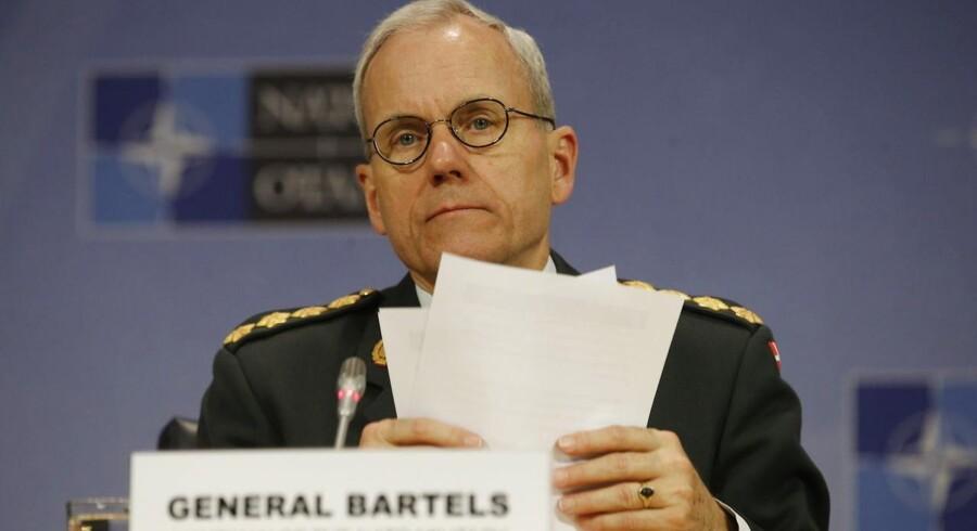 Den hidtil højst placerede danske militærmand i NATO, general Knud Bartels, advarede umiddelbart før sin fratrædelse forsvarsministeren om danmarks fremtid i forsvarsalliancen.