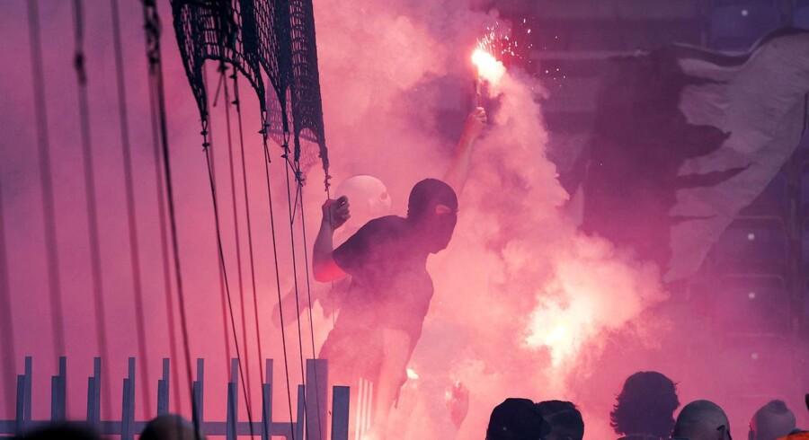 Da Brøndby kom foran 1-0 kort før kampens afslutning, måtte opgøret afbrydes, da der opstod alvorlige sammenstød mellem tilskuere i FC Københavns fanafsnit og sikkerhedsfolk på stadion.