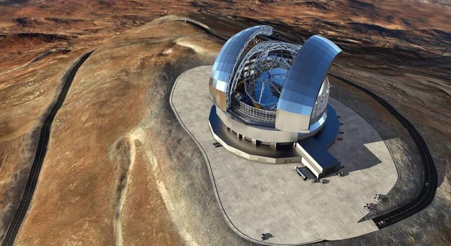 Med sin højde på 60 meter og en spejldiameter på 39 meter bliver det europæiske Extremely Large Telescope (ELT) klodens skarpeste øjne mod rummet. Det er under opførelse på en bjergtop i Chiles Atacama-ørken og ventes indviet i 2024.