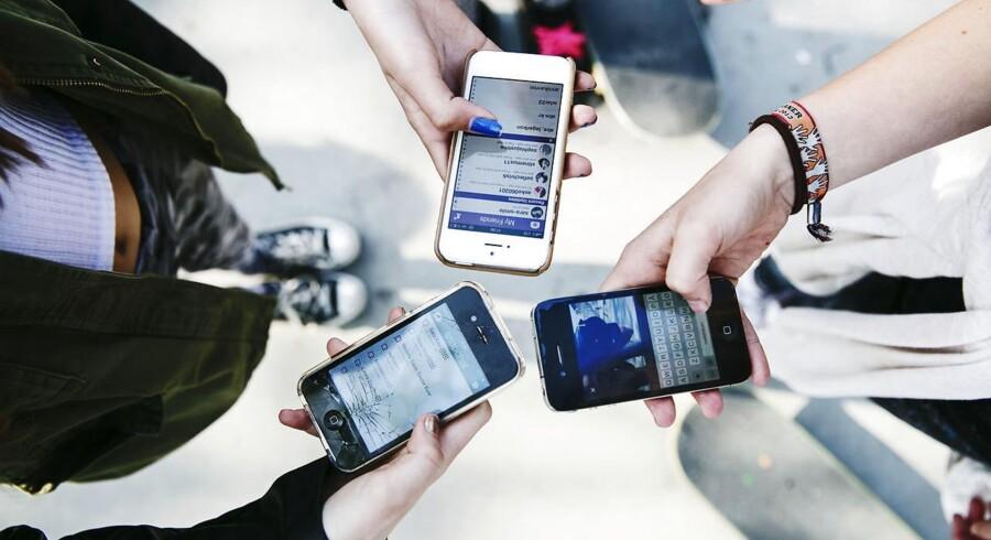 Hvis et barn eller en ung udsættes for mobning på mobil og internet, er der dobbelt så stor risiko for, at den unge skader sig selv, viser ny undersøgelse