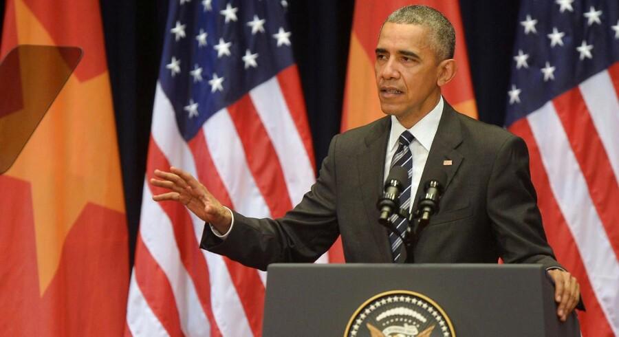 Under sit besøg i Vietnam opfordrer Barack Obama til en fredelig løsning på striden i Det Sydkinesiske Hav, hvor flere lande er uenige med Kina om territoriale krav.