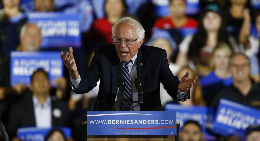 Bernie Sanders vil ikke trække sig, selvom flere medier allerede har kåret hans modstander til vinder.