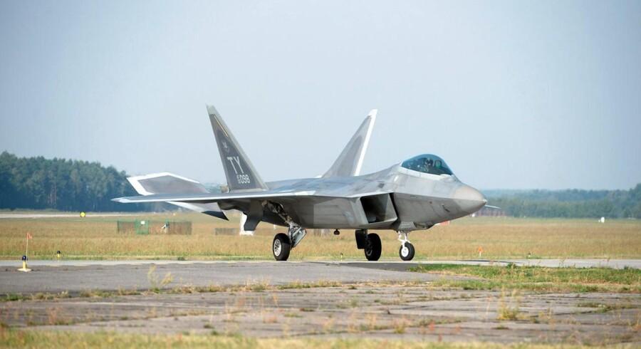 En US Airforce Lockheed Martin F-22 Raptor.