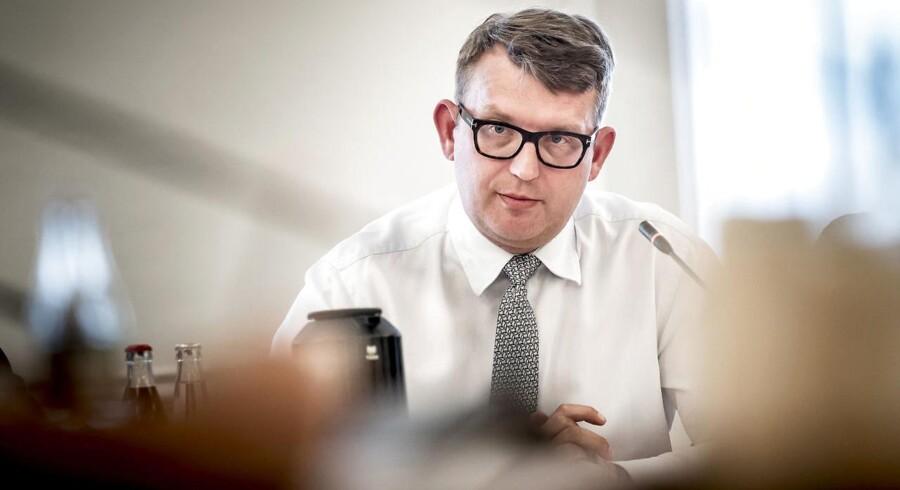 Beskæftigelsesminister Troels Lund Poulsen (V) er betænkelig over, at EU vil gennemføre øremærket barsel for mænd