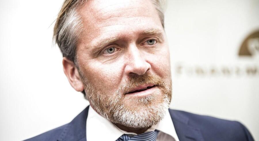 Sættemøde i finansministeriet 2. september 2016. Liberal Alliance ankommer. Anders Samuelsen snakker med pressen
