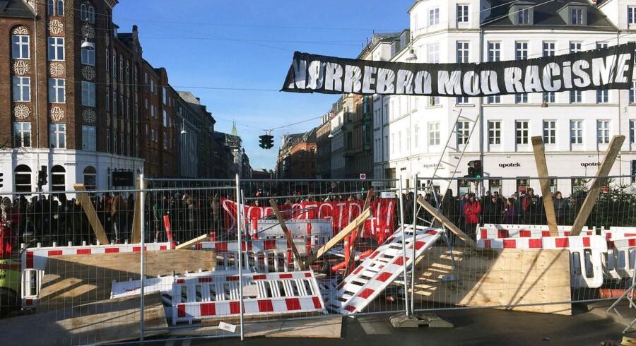 Barrikade på Dr. Louise's Bro på Nørrebro som modsvar på Pegida demonstration lørdag d. 3 december 2016. (Foto: Olafur Steinar Gestsson/Scanpix 2016)
