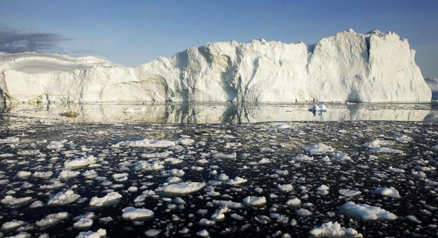 Isbjerg og isskosser ud for Jakobshavnbræen ved Ilulissat. Arkivfoto: Michael Bothager