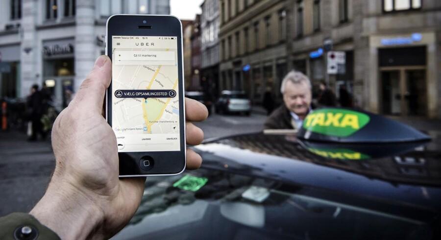 ARKIVFOTO 2014 Uber app og taxa på Kongens Nytorv- - Se RB 18/11 2016 11.05.Foto: Thomas Lekfeldt/Scanpix 2016)