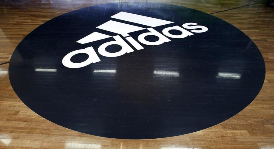 Arkivfoto: Adidas logo.