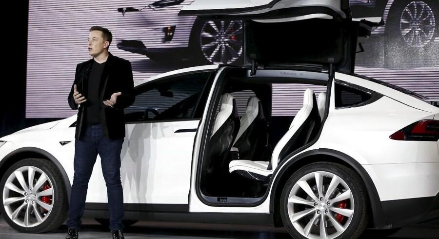 Det amerikanske selskab Tesla, der er bedst kendt for sine el-biler i luksusklassen, har stadig svært ved at tjene penge.